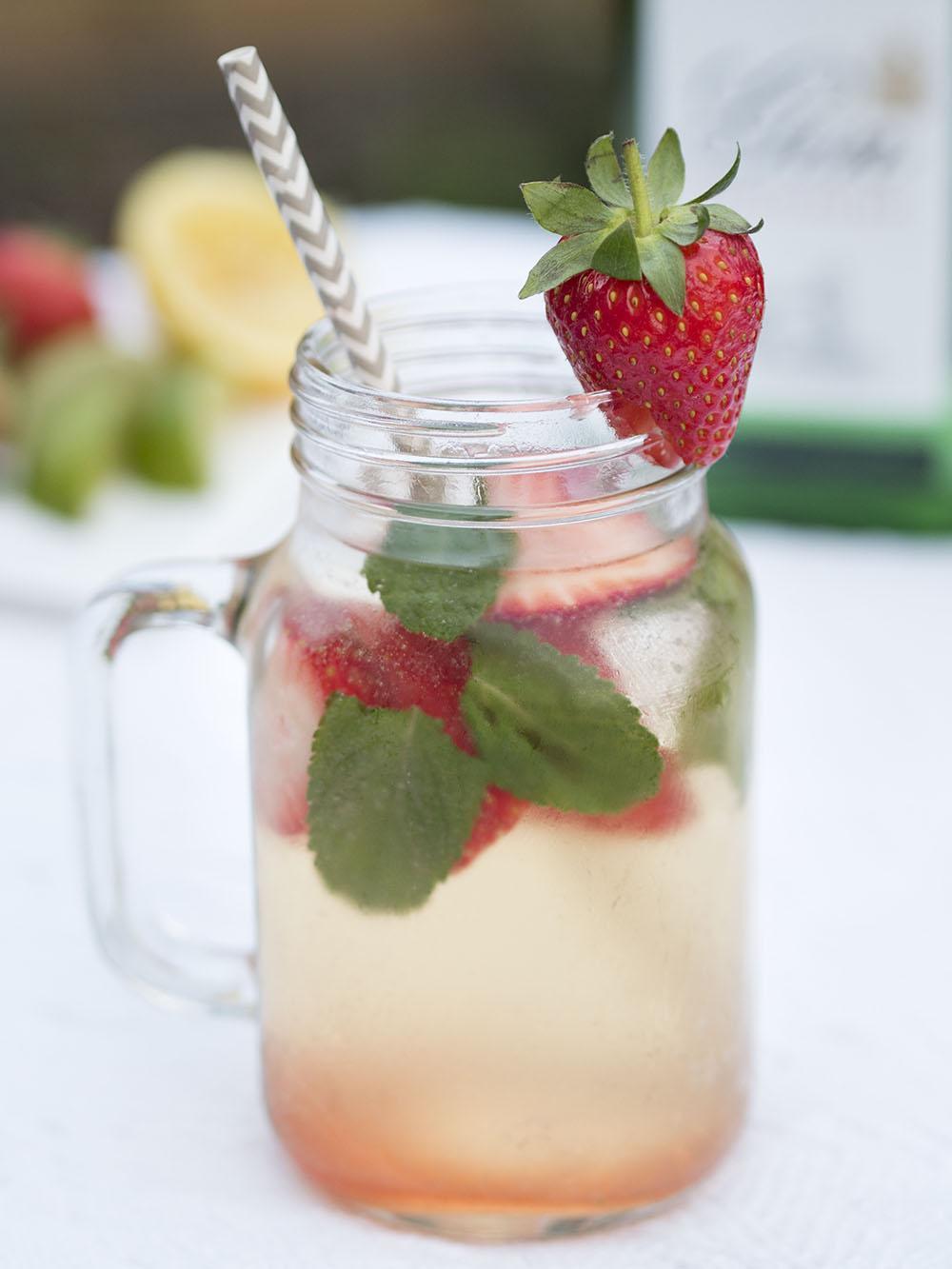 Aldi-Spring-Cocktails-Prosecco-Gin-The-Strawberry-Smash