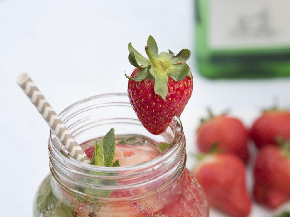 Aldi-Spring-Cocktails-Prosecco-Gin-Strawberry-Smash