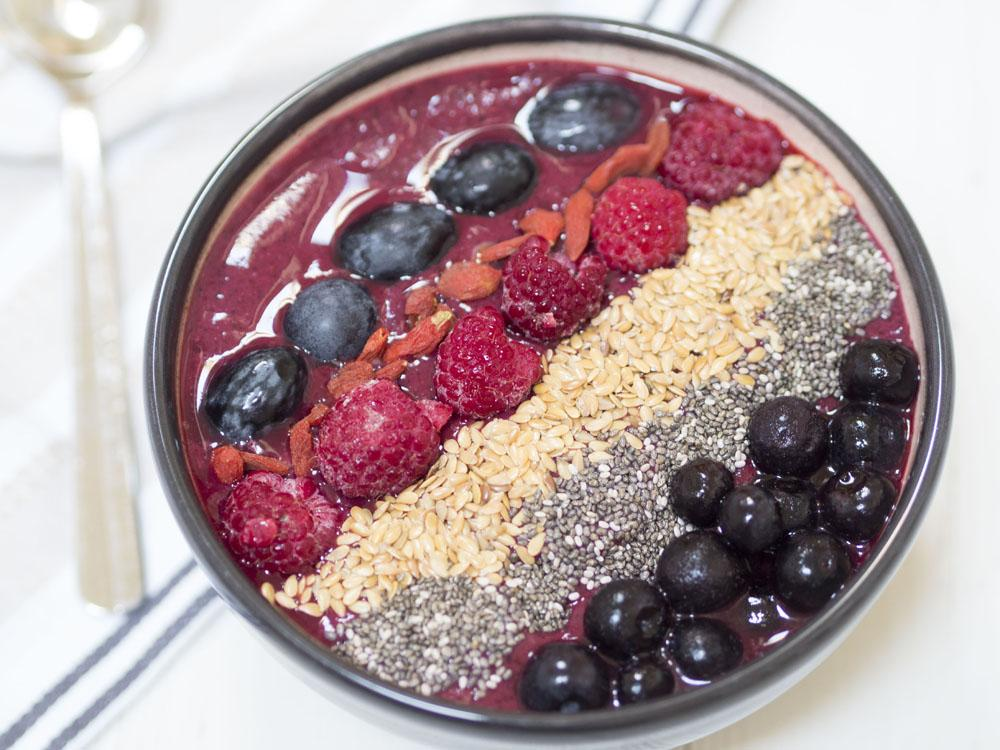 3 Easy Recipes for Healthy Smoothie Bowls